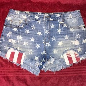 🇺🇸NWOT Mossimo Patriotic Jean Shorts! Size 12